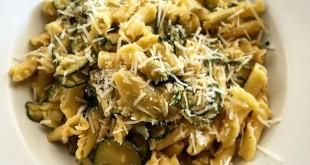 Pasta con le zucchine e pecorino