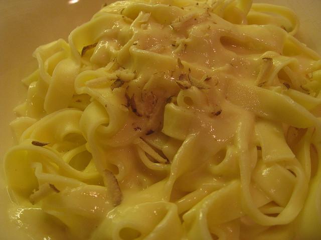 Tagliatelle con crema di cipolle